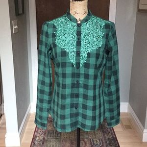 Sundance Green/Black Lace Top Size XS